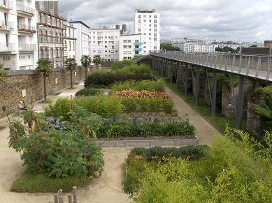<p>Voici des parcs qui se trouvent &agrave&#x3B; Brest ou aux alentours. <br />Vous trouverez aussi des fleurs qui se trouvent autour de chez moi. <br />Certaines poussent naturellement, d'autres sont plant&eacute&#x3B;es par de talentueux jardiniers.</p>