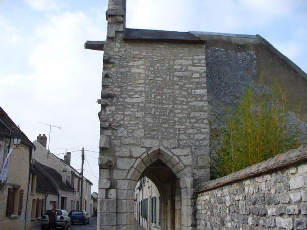 Jolie promenade au hasard des rues lors d'une visite patrimoine à Château-Landon
