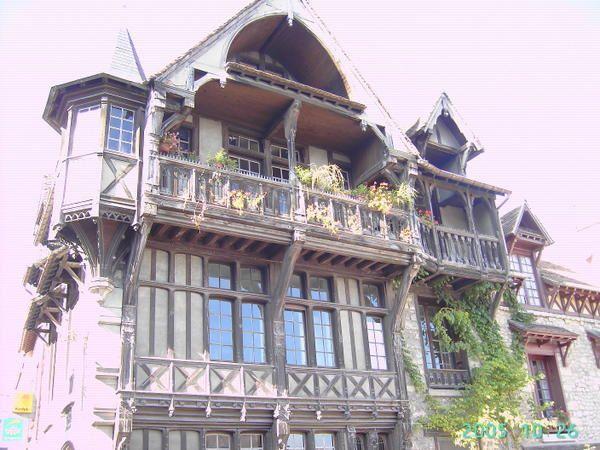 <p>promenade &agrave&#x3B; travers la ville pour d&eacute&#x3B;couvrir le patrimoine photo Marie de Mazan</p><p>&nbsp&#x3B;</p>