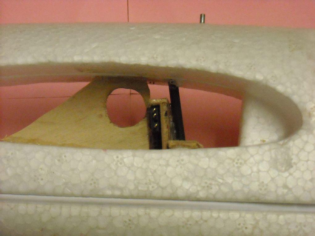 Clé d'aile en deux morceaux et encliquetage automatique des prises servos ailerons.