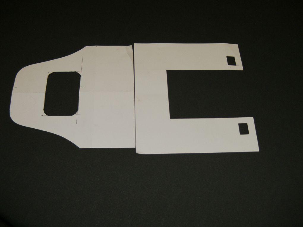 Fabrication d'un pupitre pour suspendre un émetteur de radio-commande.