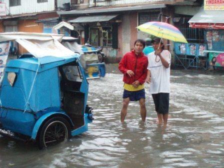 Photos Manille 01-36 : ma premi&egrave&#x3B;re semaine &agrave&#x3B; Manille &#x3B;<br />Photos Manille 36-64 : Manille aussi, mais pendant la deuxi&egrave&#x3B;me partie de mon s&eacute&#x3B;jour aux Philippines apr&egrave&#x3B;s la ferme de Virlanie dans la province de Batangas &#x3B;<br />Photos Navotas 01-23 : semaine pass&eacute&#x3B;e dans le bidonville de Navotas au nord de Manille avec la soeur Anne.