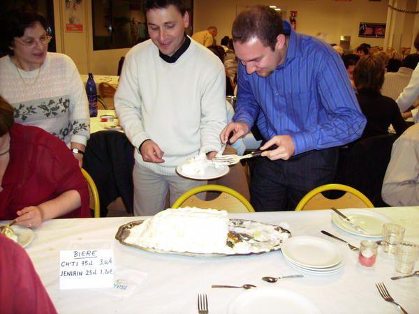 80 Anciens et Anciennes ont répondu présents à cette soirée annuelle organisée par l'Association. Cette année-là, le thème fut la cuisine du Nord avec ses moules-frites, ses bières et son vin blanc, sans oublier la délicieuse omelette norv