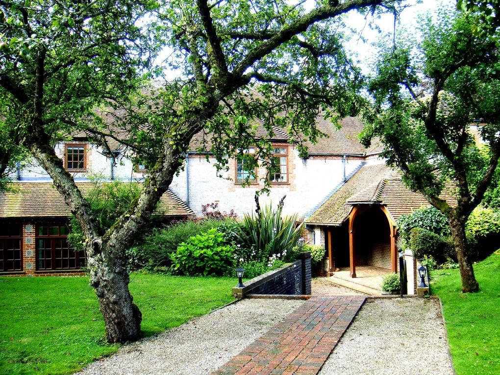 Centre d'Etude pour adultes à Brockwood Park, atenant à l'école du même nom.Situé en Angleterre, c'est un lieu voulu par Krishnamurti à la fin de sa vie.
