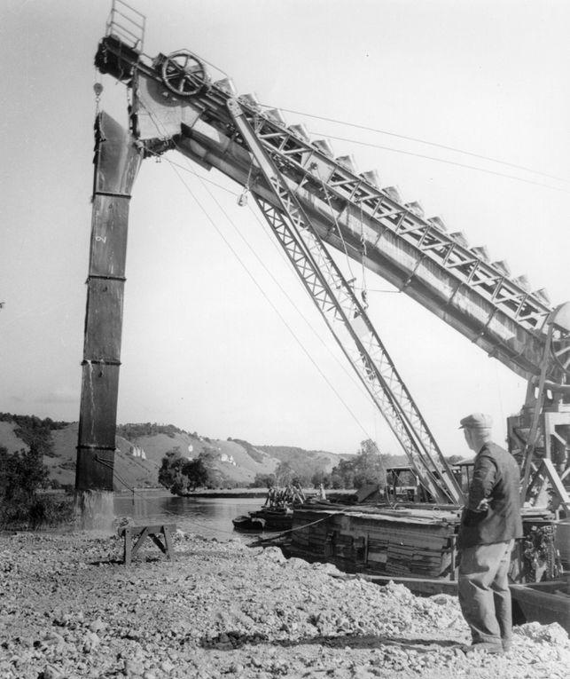 Suivi photographique du chantier de restauration des écluses et du barrage à la Libération.