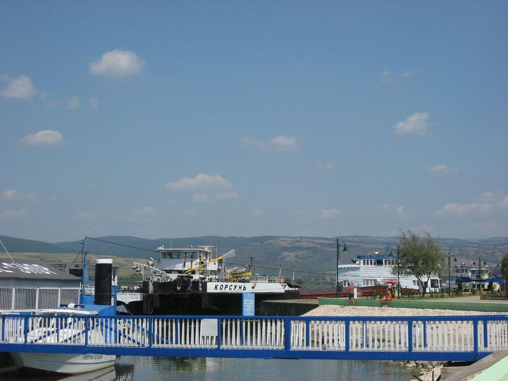 Le Danube mesure 2 875 km à partir de Donaueschingen et 3 019 km à partir de sa source.Photos: Emmanuel et Mariela 2007
