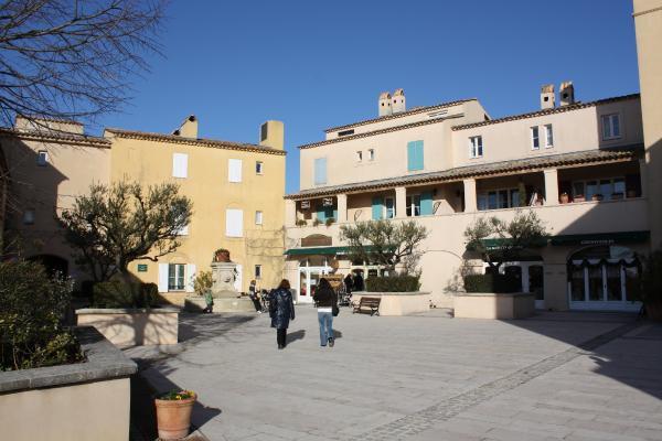 Photos et dessins: ©Emmanuel.CRIVAT 2009DOMAINE et GOLF de PONT ROYAL en Provence (France)