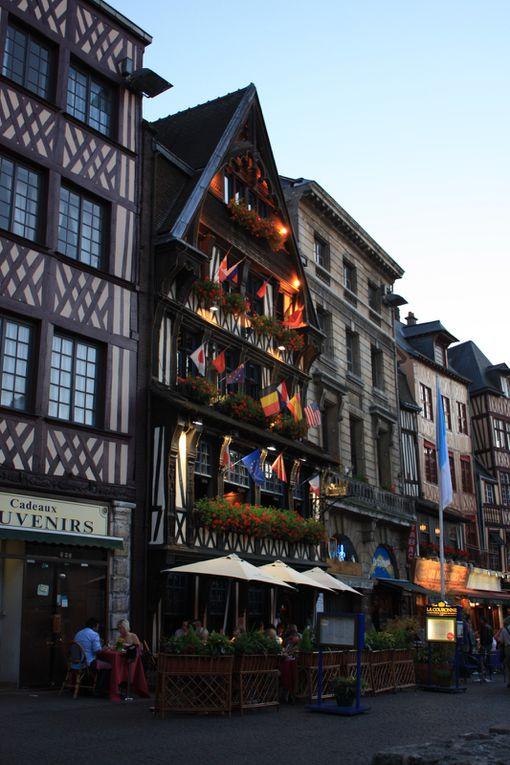 La place du Vieux Marché ou fut brûlée Jeanne d'Arc le 30 mai 1431...Photos: Emmanuel CRIVAT