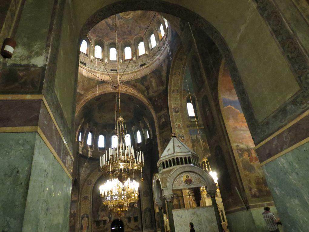 La cathédrale Saint Alexandre Nevski de Sofia, est le plus grande église chrétienne en Bulgarie, symbole de l'indépendance bulgare.Photos EmMa (M. et Em. presse 2014)