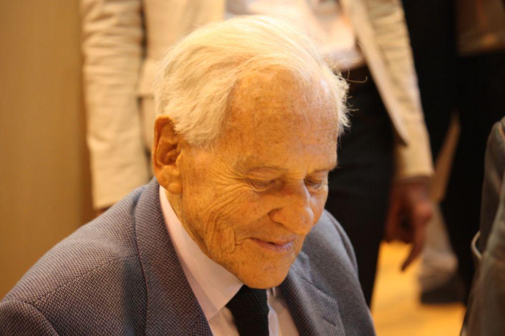 Jean Bruno Wladimir François-de-Paule Le Fèvre d'Ormesson, né le 16 juin 1925 à Paris, écrivain, chroniqueur, éditorialiste, philosophe, membre de l'Académie Française.Paris, Salon du livre 2011Photos: Emmanuel CRIVAT (M. et Em. presse)