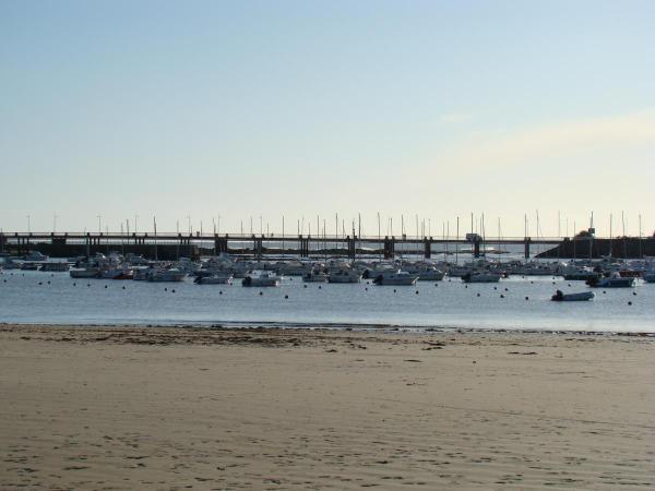 Bretagne élargie qui vous mènera de la baie de Morlaix à Pornichet en passant par Locquirec, Guerande et ses marais salants, et Kerhinet en Brière.