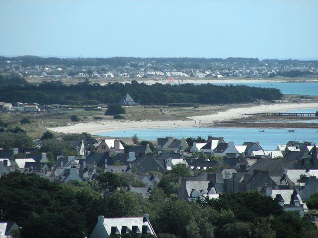 Les campagnes évoluent avec la modernisation de l'agriculture, le développement du tourisme et le tropisme (l'attirance) vers les littoraux : La Bretagne témoigne de ces évolutions. Les photos sont prise en 2007 dans le Finistère.