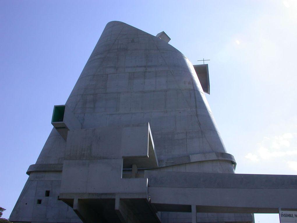 La région stéphanoise est riche de paysages hérités qui ont fait de son patrimoine une certaine richesse méconnue.La ville de Firminy accueille le deuxième ensemble architectural réalisé par Le Corbusier.