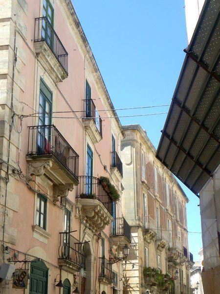 photos prises par les étudiants ou leurs professeurs de HK42 en Juin 2011 lors du voyage d'étude en Sicile et Campanie. voir les cartes postales s'y rattachant. Ces photos ne sont pas libres de droit.