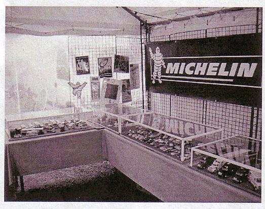 exposition par dominique &agrave&#x3B; Murol -puy de d&ocirc&#x3B;me le 19 aout de v&eacute&#x3B;hicules Michelin au 1/43, 230 miniatures dans des vitrines .