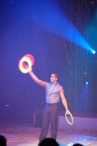 Une superbe soirée au cirque en famille.2h00 de spectacle magique et féérique...Un conseil,si le cirque AMAR passe près de chez vous....ALLEZ Y !!!