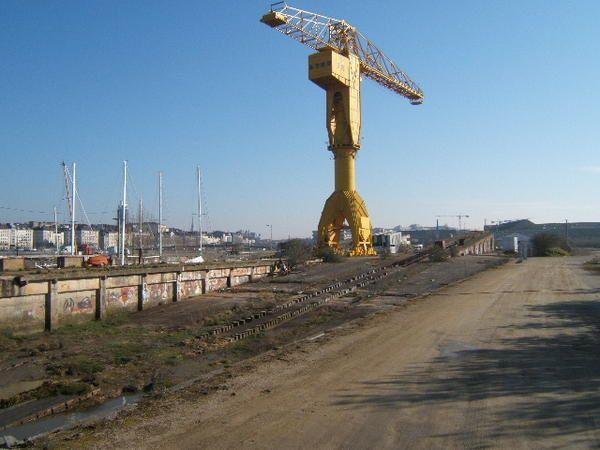 """Différentes photos de la grue TITAN(jaune),et de ses """"copines"""",du quai des Antilles à NANTES(44)"""