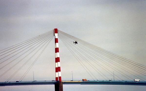 <p><strong>Voici les photos du QUEEN MARY 2 , un monstre des mers,construits au chantiers de St NAZAIRE 44.</strong></p><p><strong>Ces photos ont été prisent,la veille de son départ(21/12/2003) et le jour de son départ pour NEW-YORK(22/12/2003)