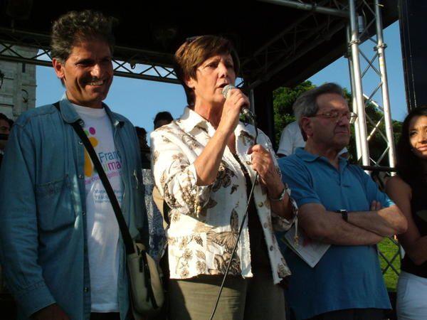 """<p><strong>Marseille, le vieux port samedi 19 aout 2006</strong></p><p>Photos du d&eacute&#x3B;part de la&nbsp&#x3B;&quot&#x3B;France qui Marche&quot&#x3B;, France Gamerre et Adnam Azam coupant le ruban en pr&eacute&#x3B;sence de Anh Dao Traxel fille adoptive&nbsp&#x3B; de Jacques Chirac.</p><p>&nbsp&#x3B;</p><p class=""""MsoNormal"""" align=""""center""""><strong><font face=""""Arial"""" color=""""#0000ff""""><a name=""""2808marche""""></a></font><font size=""""4"""">G&eacute&#x3B;n&eacute&#x3B;ration Ecologie parraine la marche pour &laquo&#x3B;&nbsp&#x3B;l&rsquo&#x3B;&eacute&#x3B;galit"""