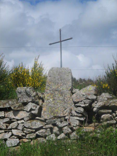 Ces croix sont innombrables, il y en a aux croisements, au bord des routes, dans les villages. Certaines sont anciennes, d'autres plus r&eacute&#x3B;centes.