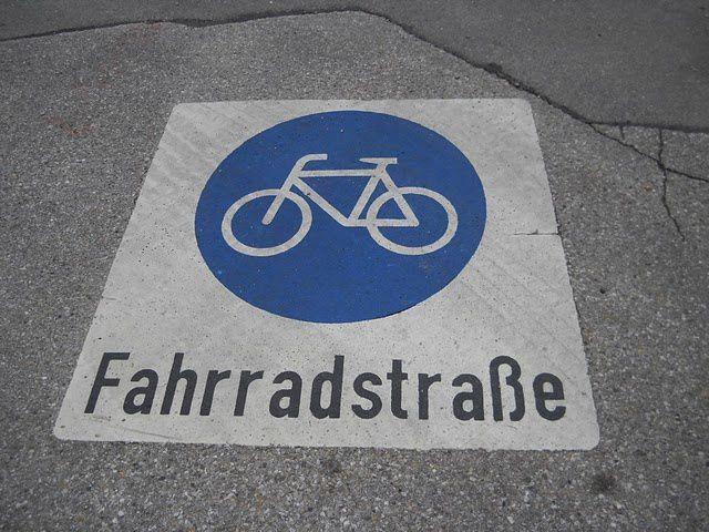 bicyclette à travers la Suisse, l'Allemagne, Autriche.