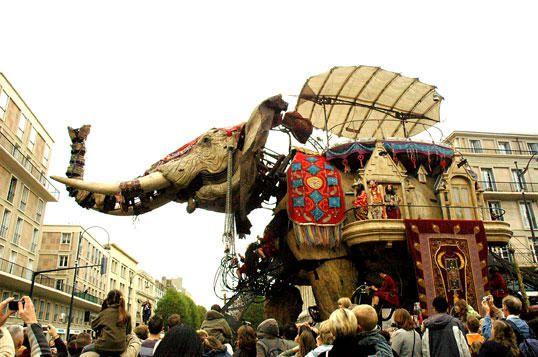 """Du 26 au 29 octobre au Havre : spectacle ambulant de Royal de Luxe. La ville a pu profiter de la visite du sultan des Indes sur son &eacute&#x3B;l&eacute&#x3B;phant &agrave&#x3B; voyager dans le temps.<br /><br /><span style=""""font-weight: bold&#x3B;"""">Vous pouvez me donner vos impressions sur l'album en cliquant </span><a style=""""font-weight: bold&#x3B;"""" target=""""http://www.barbarette.com/article-4341667-6.html#anchorComment"""" href=""""http://www.barbarette.com/article-4341667-6.html#anchorComment"""">ICI</a>"""