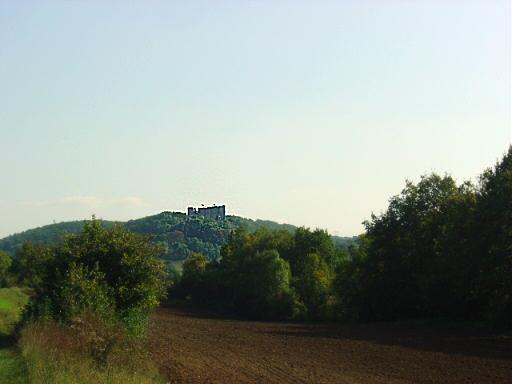 promenade vers le château de montfort