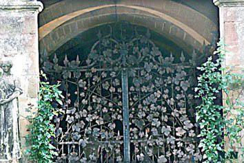 Grilles d'Andalousie, de L'abbaye de Fontfroide, duMaroc, de Prague, autant de myst&egrave&#x3B;res dissimul&eacute&#x3B;s aux regards..