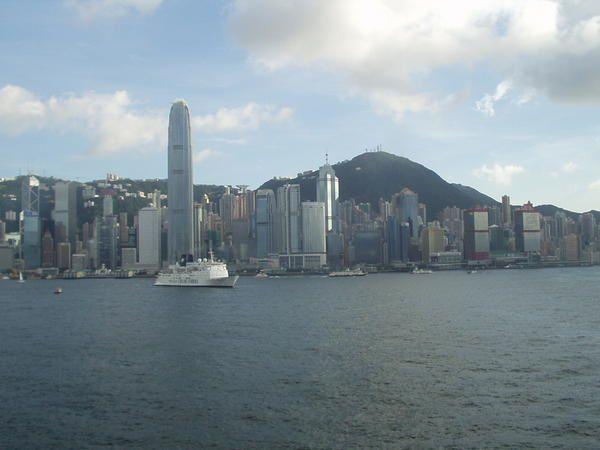 <p>Fotos prises pendant un cour sejour de 4 jours a Hong Kong pour un entretien de travail (d'ailleur j'attends toujours la reponses....).</p><p>Si l'envie vous prend de vous baladez a Hong Kong et que vous n'etes pas particulierement sensible aux charmes des gratte ciel et aux shoppings: restez chez vous, car il n'y as strictement rien d'autres. C'est une ville byzness. Point. c'est meme limite desagreable cette foret de gratteciel qui vous entoure en permanence.</p>