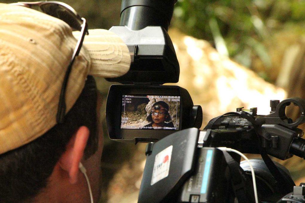 """Photos reportage de Régis Gomes sur le tournage de l'émission d'USHUAIA TV """" Leur monde à elles"""" - L'équipe de Christine Oberdorff a suivi les membres de l'ASFA et du Groupe Chiroptères Guadeloupe à l'anse à la Barque et en  à la forêt litto"""
