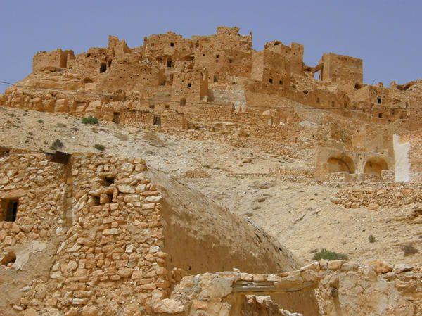 Visite d'un village Berbère aux portes du désert, Chenini été 2008...
