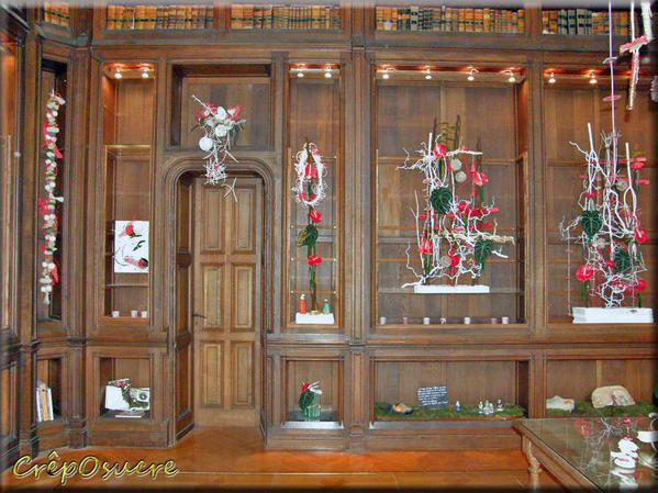 Visite au Domaine de Trévarez pour l'expo de Noël. Le château abrite une exposition de décor de noël, on pouvait y acheter des livres sur les légendes Brertonne pour adultes et enfants au rez de chaussée mais nous n'étions pas là pour ça...