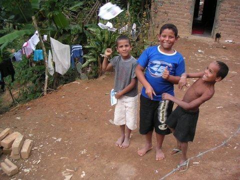Quelques photos de mon s&eacute&#x3B;jour&nbsp&#x3B;entre avril et juillet 2006&nbsp&#x3B;dans la vall&eacute&#x3B;e du Jequitinhonha, une r&eacute&#x3B;gion pauvre et tr&egrave&#x3B;s belle du Nordeste du Minas Gerais au Br&eacute&#x3B;sil.