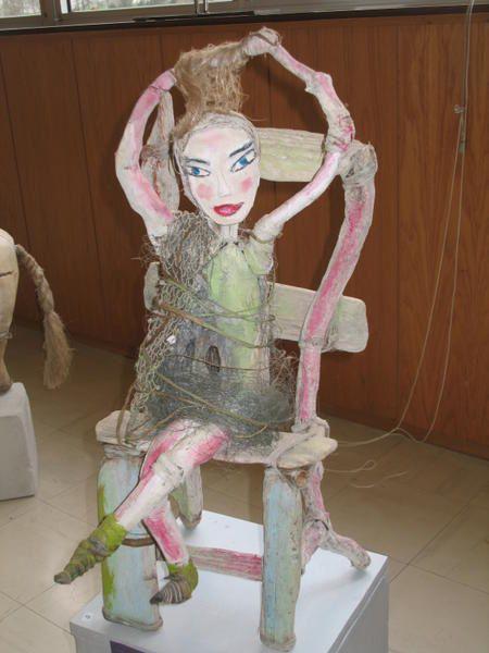 """<font color=""""#800000"""">Le salon international d'art naïf à Auffay en 2007 a accueilli quelques sculpteurs : bois flotté pour Vincent Prieur, bois précieux pour Jean-Marie Godefroy et La Paluche utilise la chaux, le chanvre et le torchis pour ses créations. Le talent et l'humour sont au rendez-vous.</font>"""