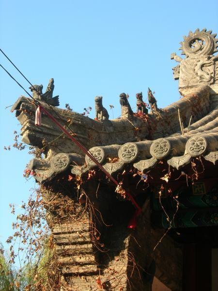 Près de la ville de Dalian, dans le Nord de la Chine, une montagne parsemé de quelques temples, bouddhistes et Taoistes