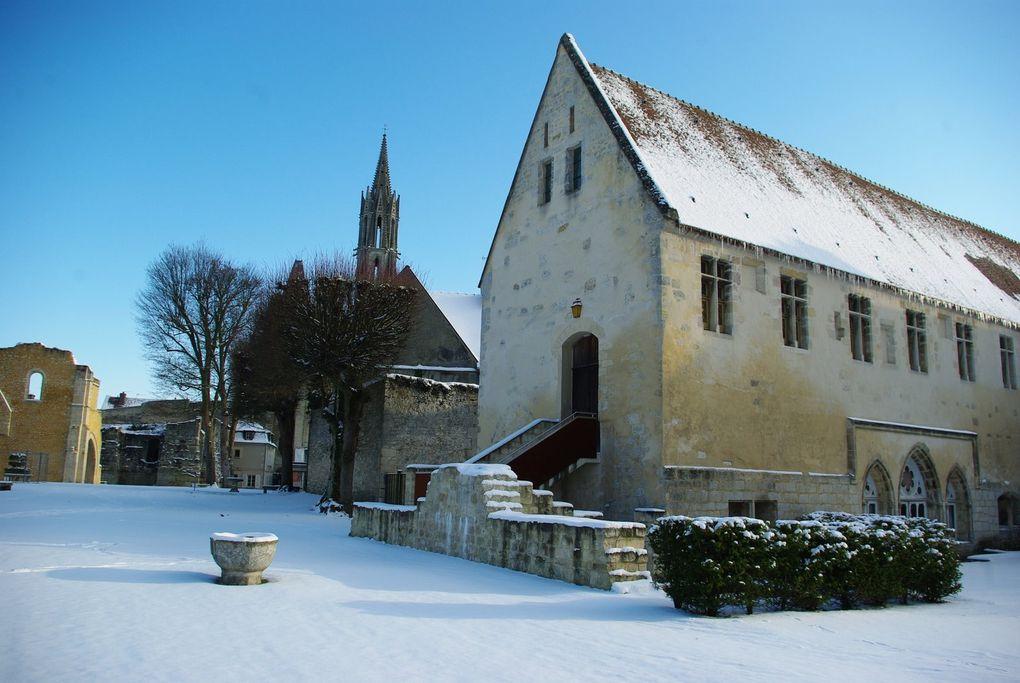Images réalisées le 19 décembre 2009.Album associé à l'article : Senlis sous la neige.