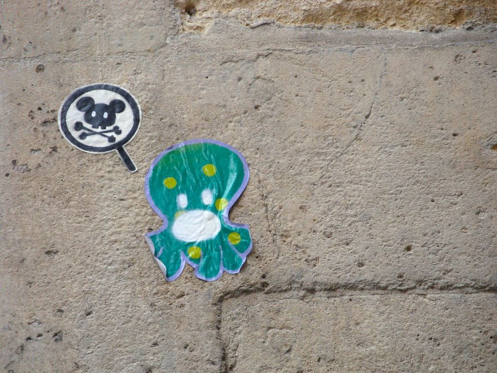 Art de la rue, collages, pochoirs, graffiti, tags