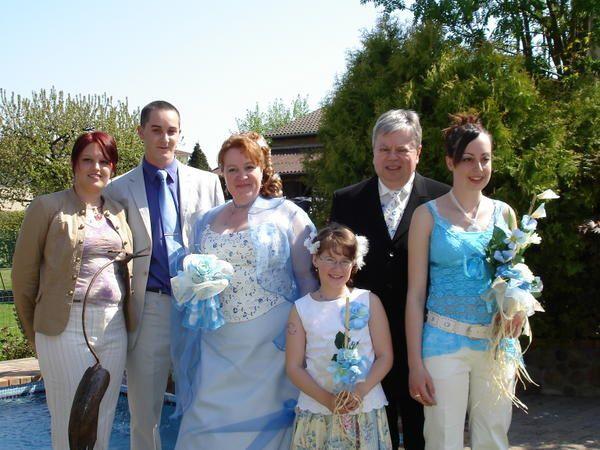 <strong>un mariage tout en bleu et blanc, notre couleur pr&eacute&#x3B;f&eacute&#x3B;r&eacute&#x3B;e - un vrai mariage bas&eacute&#x3B; sur l'amour, le respect, la sinc&eacute&#x3B;rit&eacute&#x3B;</strong>.