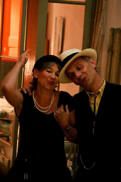 Arthur vient de nous faire parvenir ses photos de l'été dernier à Lectoure. Concert dans le salon de Jérome puis au restaurant Cigale et fourmi, dans cette charmante petite ville du Gers.