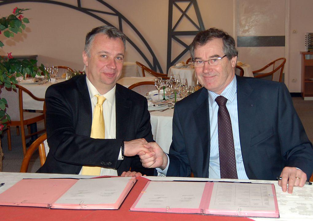 Signature de l'accord-cadre le 18 février 2009 au lycée Gustave Eiffel de Reims.