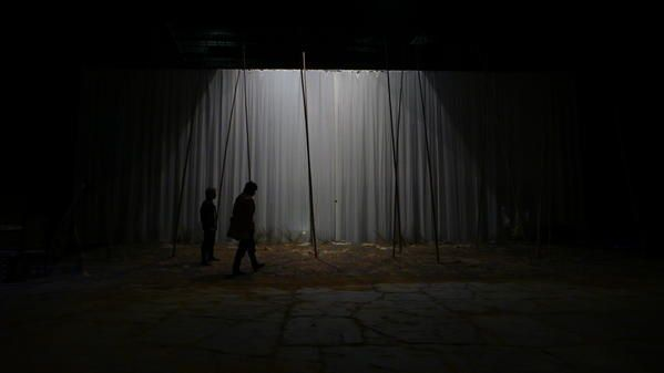 This play was directed by Oriol Broggi in National Theatre of Barcelona.Set, mask and costumes by Jean-Guy Lecat.The stage is about 50m wide and the proscenium Arch 18m.The main question to imagine a set in this theatre, was for me to create a