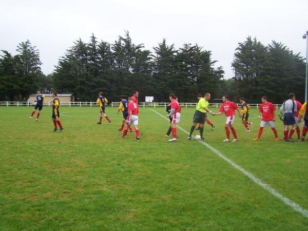 1er tour de Coupe de Basse Normandie : Créances Sports s'impose 4-1 à Lessay et remporte le derby (Au total, plus de 100 photos)