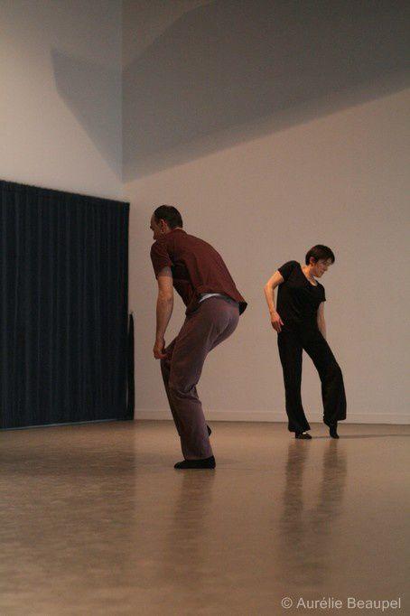 un groupe d'amateurs (hip hop, improvisation, théâtre) + un chorégraphe (Matthieu Hocquemiller) : 20 heures pour créer