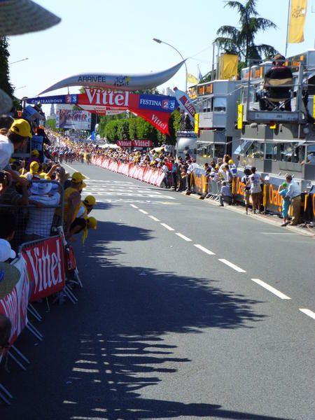 Quelques photographies à proximité de la ligne d'arrivée du Tour de France 2008 à Châteauroux et du passage du Tour de France 2011.