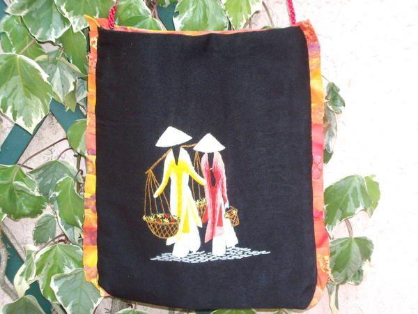 des sacs avec ou sans broderie, set de plage, coussins, housses de chaises...