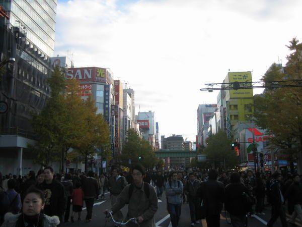 o&ugrave&#x3B; l'on d&eacute&#x3B;couvre plus tokyo et sa fascinante ( et &eacute&#x3B;puisante ) vie nocturne