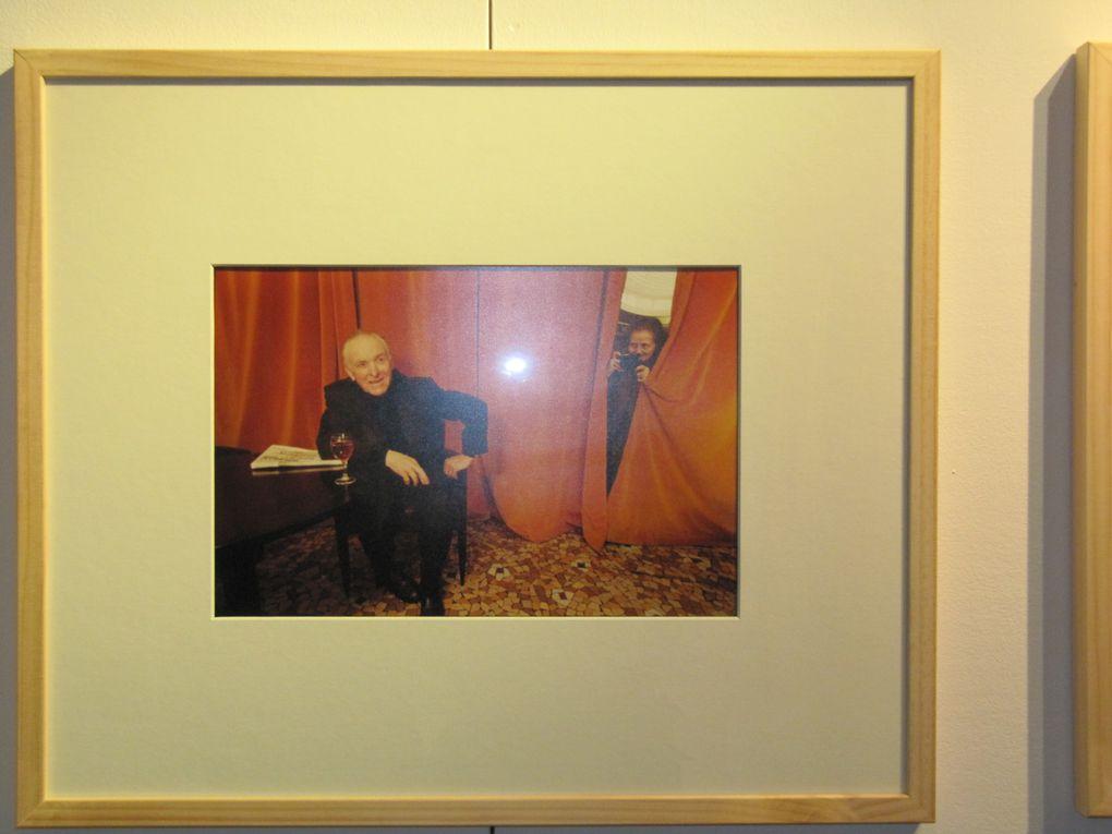 """En novembre 2012, le musée du Montparnasse a présenté """"Mademoiselle Yvette Troispoux, photographe"""", première exposition rétrospective présentant des photographies tirées de son album privé. Un livre a été édité. Découvrir son parcours surprenant sur les liens ci-contre et ci-dessous :  http://fr.wikipedia.org/wiki/Yvette_Troispoux   ou  http://lauric.duvigneau.over-blog.com/article-12444208.html"""