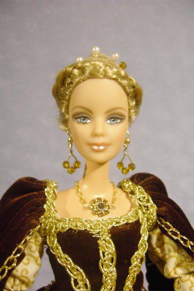 <p><strong>Eleonore : Robe renaissance</strong><br />Eleonore porte une chemise et un vertugadin, un corset de type &eacute&#x3B;lisab&eacute&#x3B;thain assorti &agrave&#x3B; la jupe, la robe est en velours.<br />Eventail &agrave&#x3B; plumes en contenance, coiffure d'&eacute&#x3B;poque.</p>