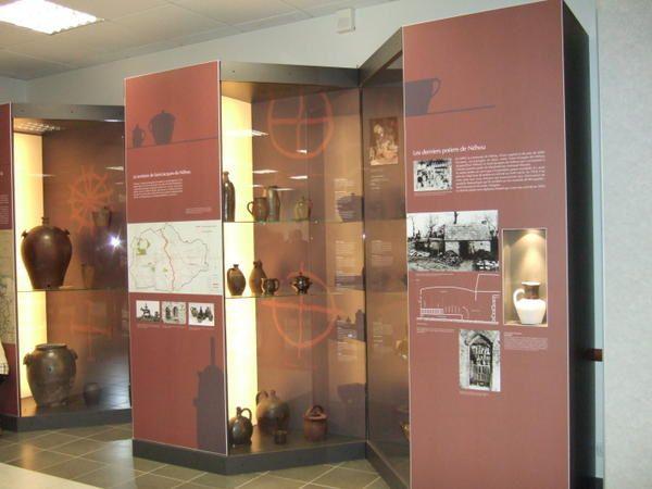 Photos de l'inauguration de la salle et des vitrines de poteries issues des collections Dalarun