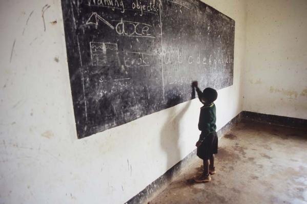 """Images issues d'un reportage en Tanzanie sur les orphelins du SIDA.<br />Certaines d'entre elles ont été primées par Paris Match en 2005.<br /><br /><a href=""""http://antoninsabot.over-blog.com/article-4492645-6.html#anchorComment"""">En savoir plus</a>"""